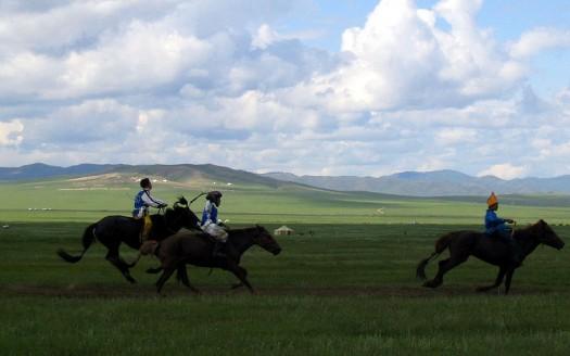 Carrera de caballos, Festival Naadam (Mongolia) - InvictaHOG