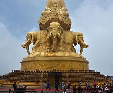 Etatua de Bodhisattva Samantabhadra, Monte Emei (China) - Pavel Špindler | namasteviajes.com