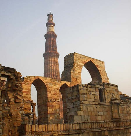 Qutub Minar, Delhi (India) - Salasks at English Wikipedia | namasteviajes.com