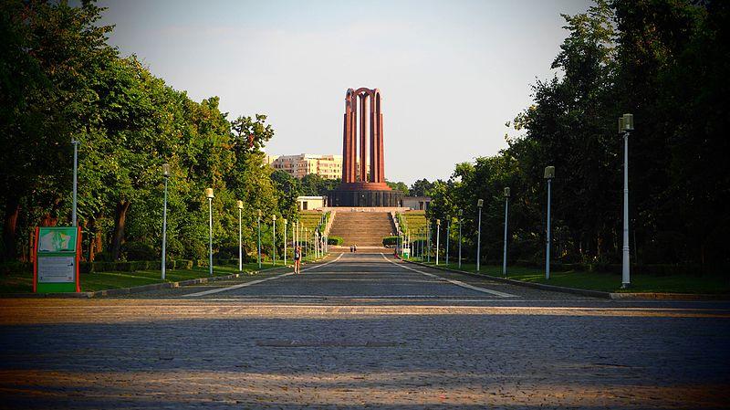 Parque Carol, Bucarest (Rumanía) - Ștefan Jurcă from Munich Germany | namasteviajes.com