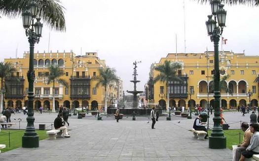 Plaza de Armas, Lima (Perú) - Dozenist Creative Commons Attribution-Share Alike 3.0 Unported | namasteviajes.com