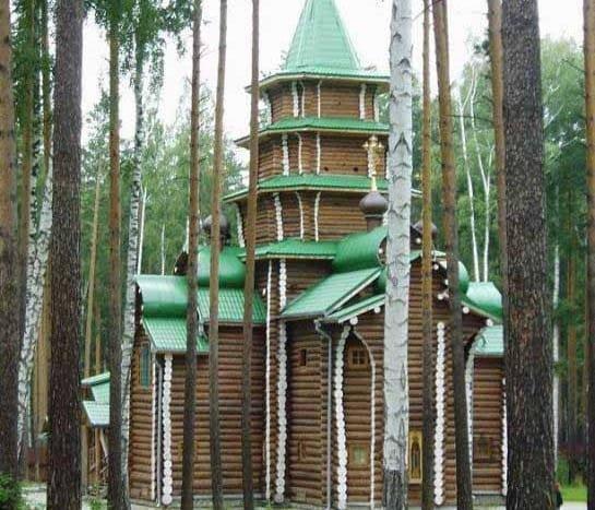 Templo de madera en Ganina Yama | namasteviajes.com