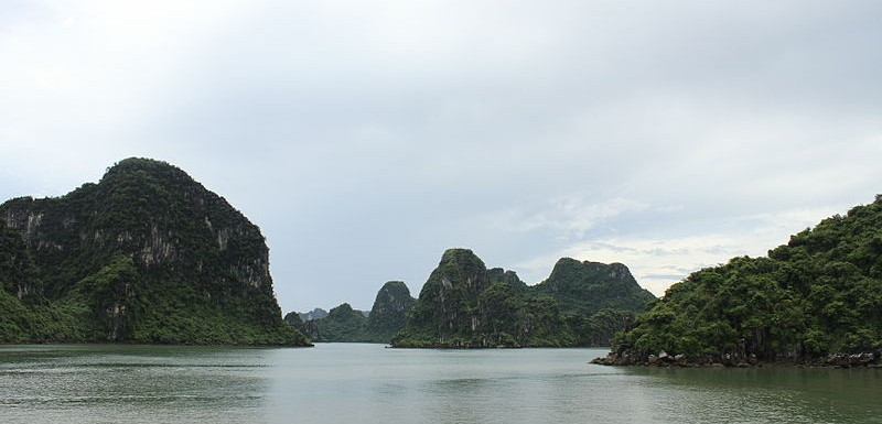Bahía de Halong, Vietnam - Vikybol, Creative Commons Attribution-Share Alike 4.0 International | namasteviajes.com