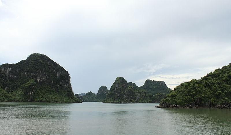 Bahía de Halong, Vietnam - Vikybol, Creative Commons Attribution-Share Alike 4.0 International | namasteviajes.com