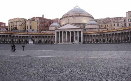 Plaza del Plebiscito, Nápoles (italia) - Vikashegde, Creative Commons Attributiom-Share Alike 4.0 International | namasteviajes.com