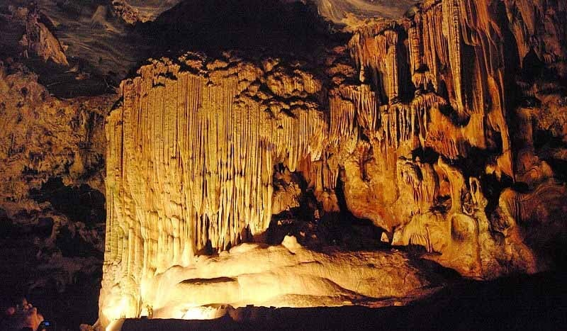 Cuevas Cango, Ruta Jardín (Sudáfrica) - User: Bgabel at wikivoyage shared   namasteviajes.com