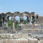 Ruinas del Templo de Zvartnots, Armenia - Hayk, self2 GFDL cc-by-2.5 | namasteviajes.com