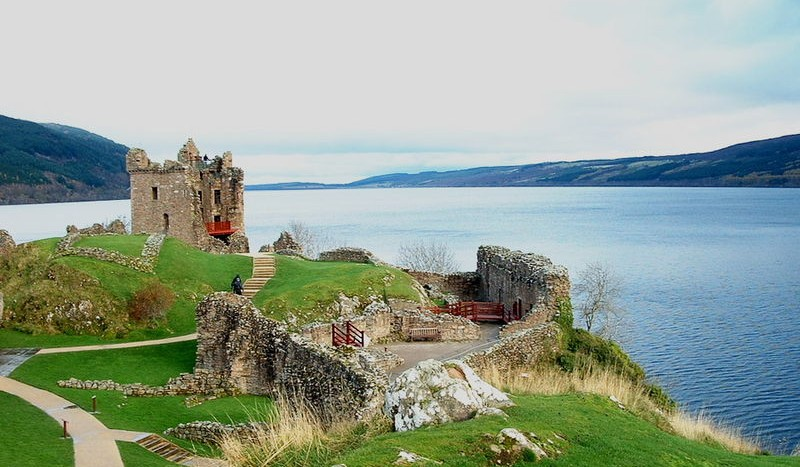 Ruinas del Castillo de Urquhart en el Lago Ness, Escocia - Lucas~commonswiki, Creative Commons Attribution-Share Alike 3.0 Unported | namasteviajes.com
