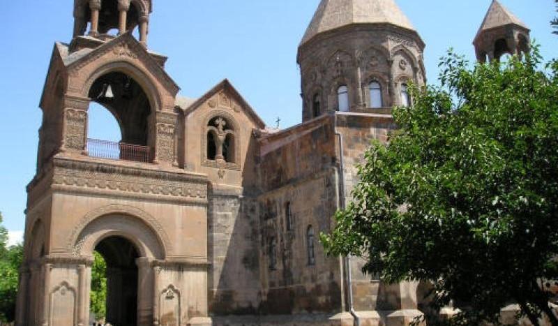Catedral de Echmiadzin, Armenia - Heretiq | namasteviajes.com