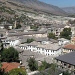Gjirokaster, Albania - Krzysztof Dudzik, Cretive Commons Attribution Share-Alike 3.0 Unported, 2.5 Generic, 2.0 Generic and 1.0 Generic license | namasteviajes.como