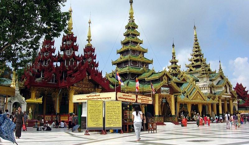 Yangón, Myanmar - Colegota, Creative Commons Attribution-Share Alike 2.5 Spain license   namasteviajes.com