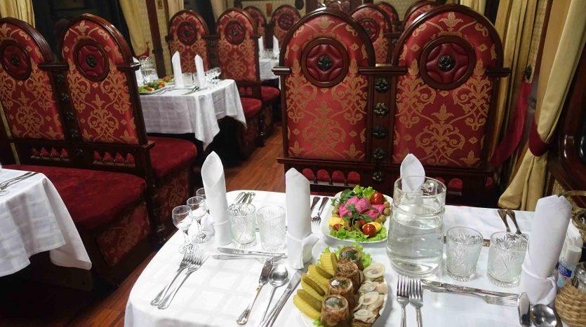 Restaurante III, Transiberiano - Natalia Tkachenko (Eurasia) | namasteviajes.com